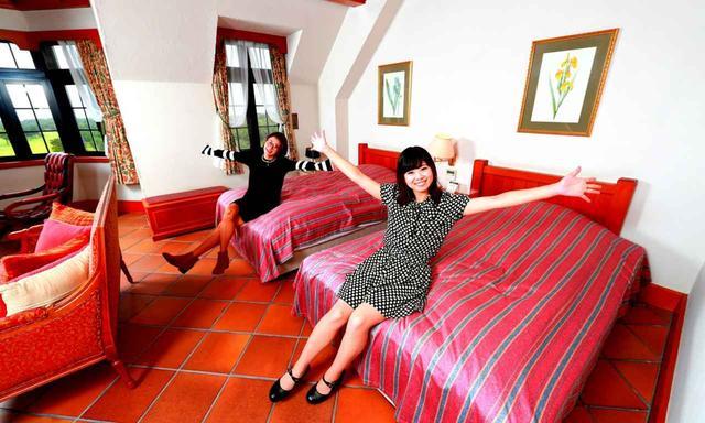 画像: ベッドは140センチ×200センチのゆったりサイズ