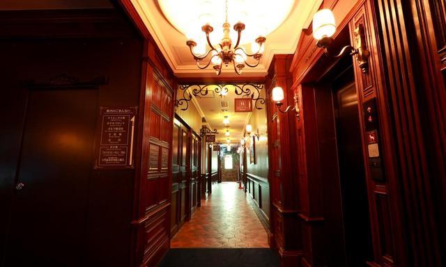 画像: 館内の通路。まさに英国のマナーハウス
