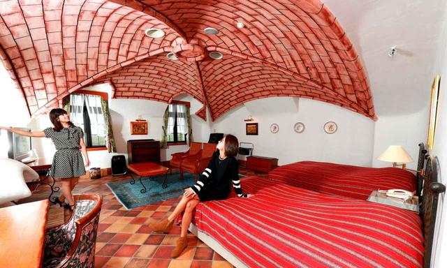 画像: こちらのゲストルームは天井が個性的