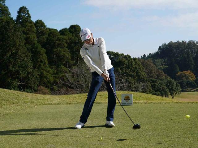 画像5: 【ミート率】ボールを左に置くから体が流れる。ボールはスタンスの真ん中に! 田村流スウェイの直し方