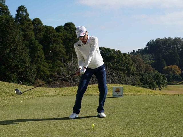 画像4: 【ミート率】ボールを左に置くから体が流れる。ボールはスタンスの真ん中に! 田村流スウェイの直し方