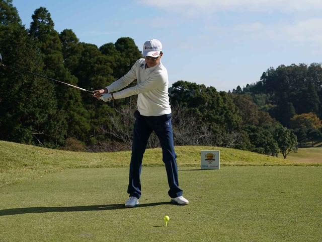 画像1: 【ミート率】ボールを左に置くから体が流れる。ボールはスタンスの真ん中に! 田村流スウェイの直し方