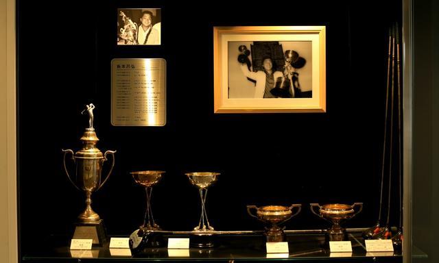画像: 倉本昌弘のホームコースでもある。数々の記念品が飾られる
