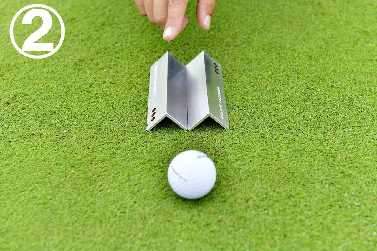 画像: ボールを転がし、読んだライン上を転がってカップインするかを確認。