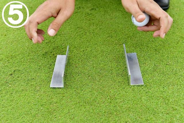 画像: パター幅まで広げたら、その状態でパット練習に入ろう。方向はばっちりなので、あとは軌道のみ!