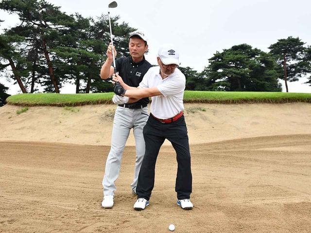 画像: 「永野さんはクラブ軌道をアップライトに上げすぎです」と小暮プロ