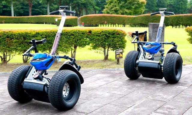 画像: 立ち乗りで運転する電動2輪車「セグウェイ」。25那須ゴルフガーデンでは2007年に日本でいち早くセグウェイゴルフを導入しました