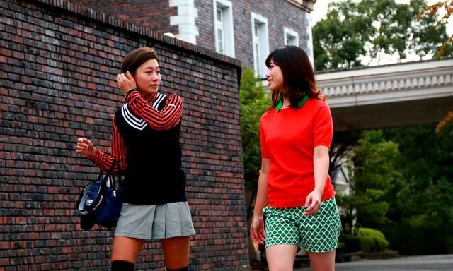 画像: 今日はセグウェイゴルフ体験です! ゴルルの中里さや香(左)と水谷花那子(右)