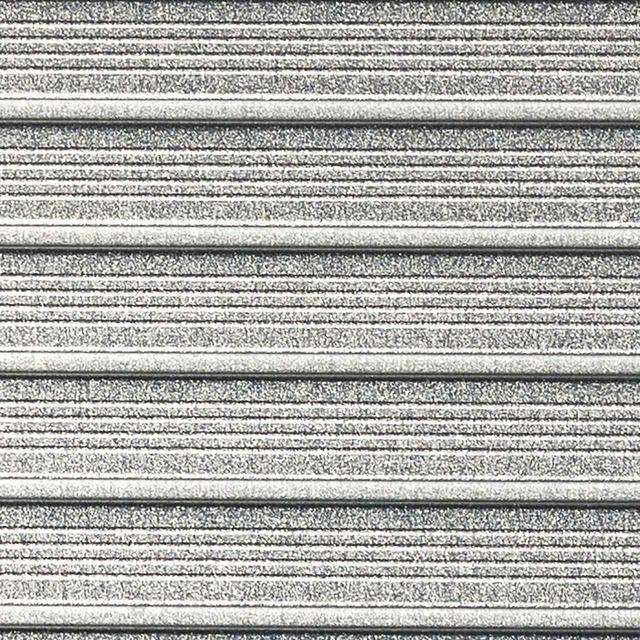 画像: バックスピンが効く秘密が「NEWマイクロフィーチャー」。溝と溝の間をCNCミルドで凸状に加工、ボールとの摩擦係数をアップさせている