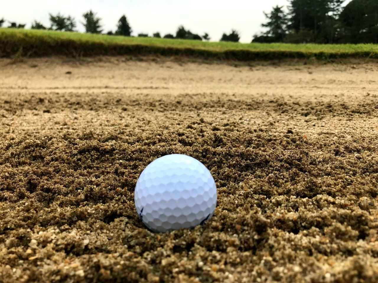 画像: ヨコ方向だと、ボールの後ろが砂の山になりやすい