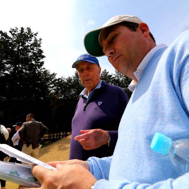 画像: リース・ジョーンズ(左)とリースのチームで現場指揮を執るブライス・スワンソン(右)