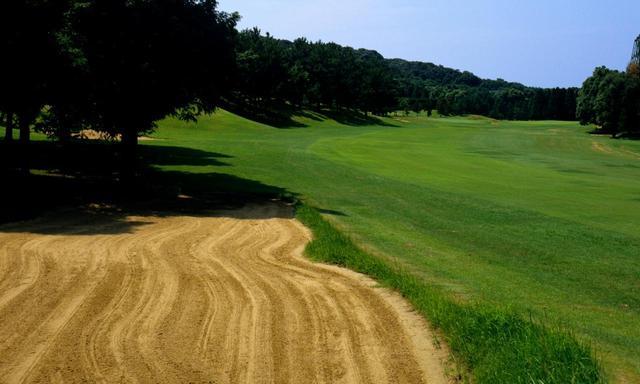 画像: 玄界灘を臨む20万坪の丘陵コースは保田与天(本名は虎太郎)によるレイアウト