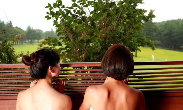 画像: 湯殿の窓を覗けば25那須ゴルフガーデン