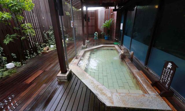 画像: 露天風呂もあります