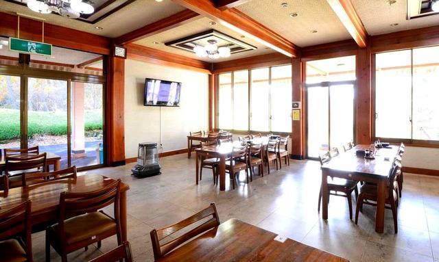 画像: 開放感あるクラブハウス