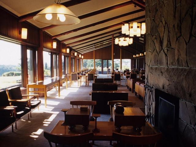 画像: 上品で風格漂う、木造平屋風造りのクラブハウス