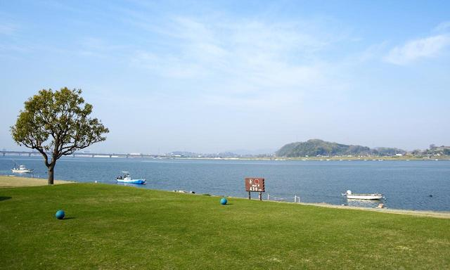 画像: 日本最古の河川敷。高梁川の河口近くにあり、瀬戸内海からの海風の影響を強く受ける