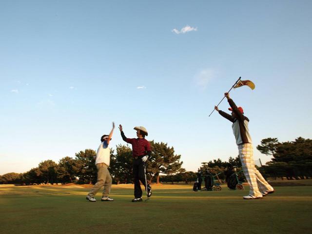 画像: 名古屋市街地から30分圏内にゴルフ場が多く、夏場は5時台スタートの早朝スルーも多々ある