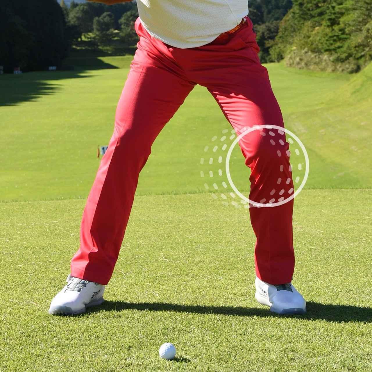 画像: 切り返しで左ひざを外側に向けることで、下半身から動くことができる。下を使ったスウィングができるた め、ボールに大きな力を与えることができる