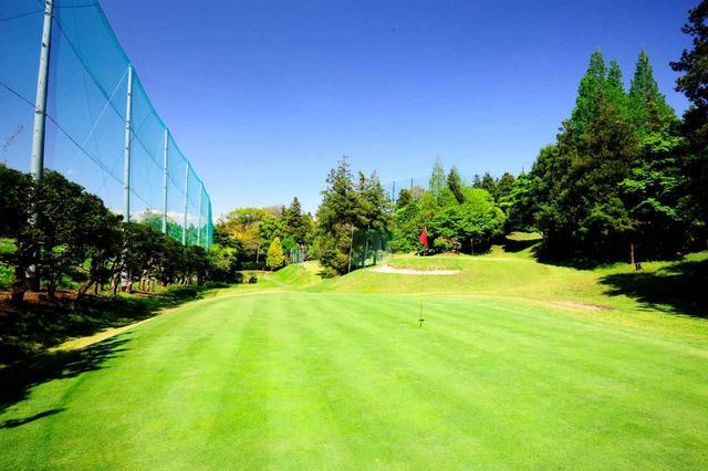 画像: 3番のグリーン奥から。パットの転がりが素直なベント芝