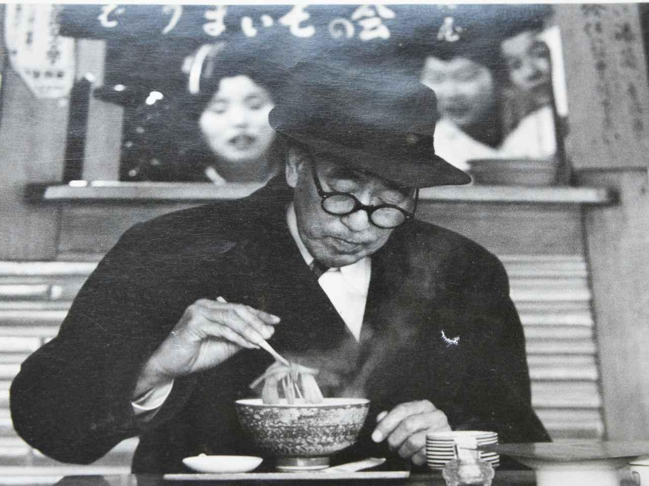 画像: 文人・永井荷風も尾張屋を贔屓にしていたひとり。人嫌いで知られ、いつもひとりでそばをすすっていたという