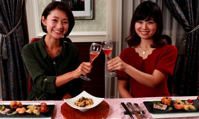 画像: 「ザクロの香りの食前酒で、乾杯!」