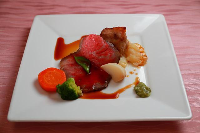 画像: 【肉料理】那須黒毛和牛のローストビーフとスペアリブのブーランジェールのアンサンブル。スぺアリブは県産のヤシオポーク