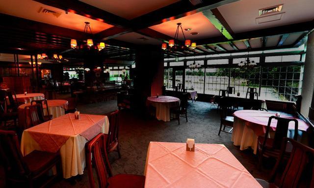 画像: ガーデンコートビューのレストラン「ラ・フレノア」。広々として落ち着いた雰囲気