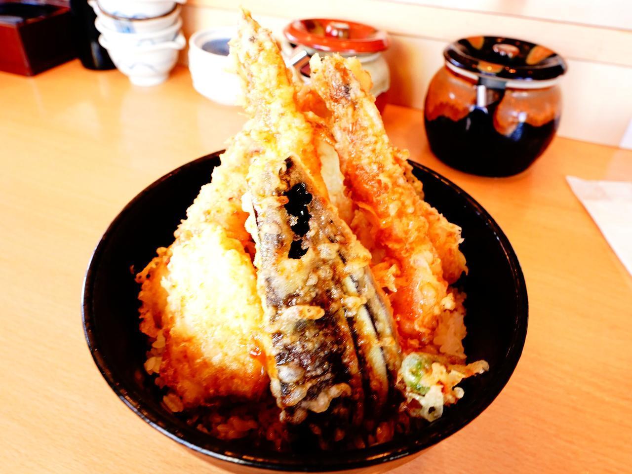 画像: おさかな市場で珍しい天丼。タコの天ぷらが絶品でした。海鮮処 海門の「浜の八福天丼」1680円