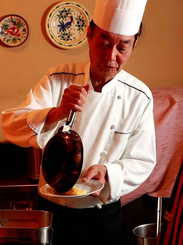画像: シェフが目の前で調理してくれます、那須御用卵の特製オムレツ