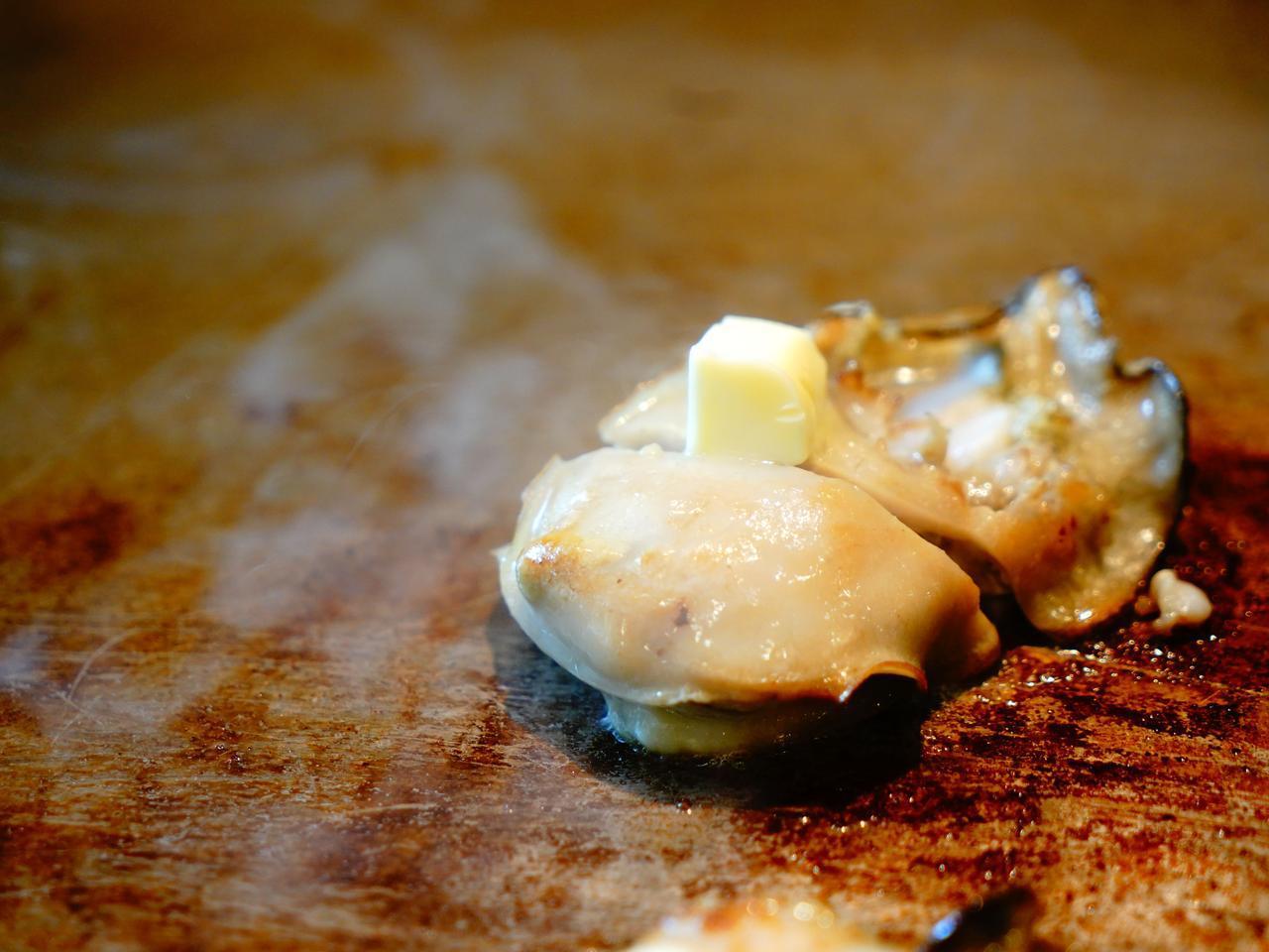 画像: 大洗でとれた、大きな岩ガキ。やわらかで「海」を食べている感じ!