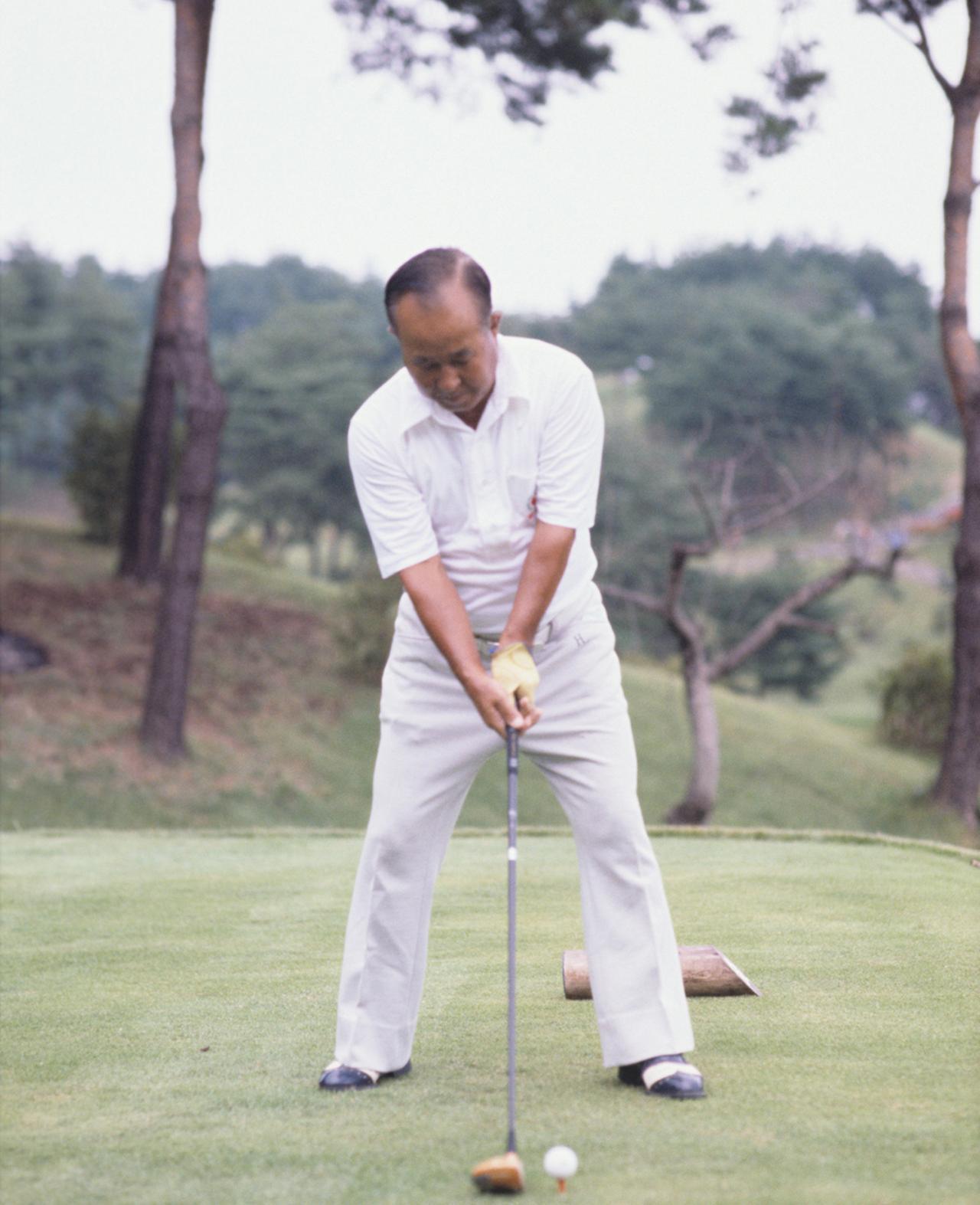 画像1: 【今日は何の日? ゴルフの日】60年前の昭和32年10月27日にカナダカップ優勝。霞ヶ関CC東コースでマークした日本チームのスコアは? 日本のタイガー中村寅吉