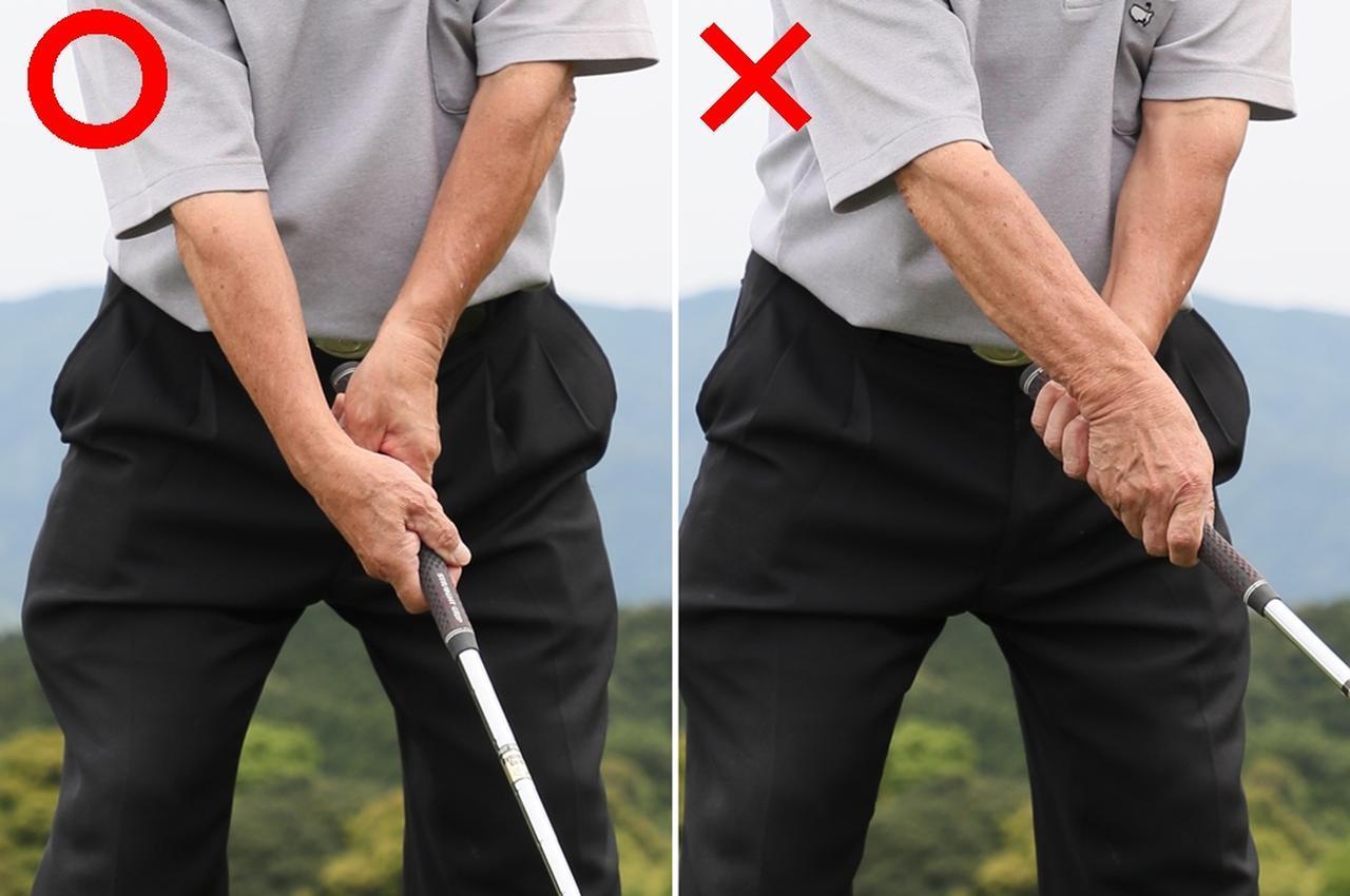 """画像: """"横グリップ""""を想像しこれを中心に振ると、自然に右手首は手のひら側に折れる。これでヘッドが走る。腕はねじらない"""