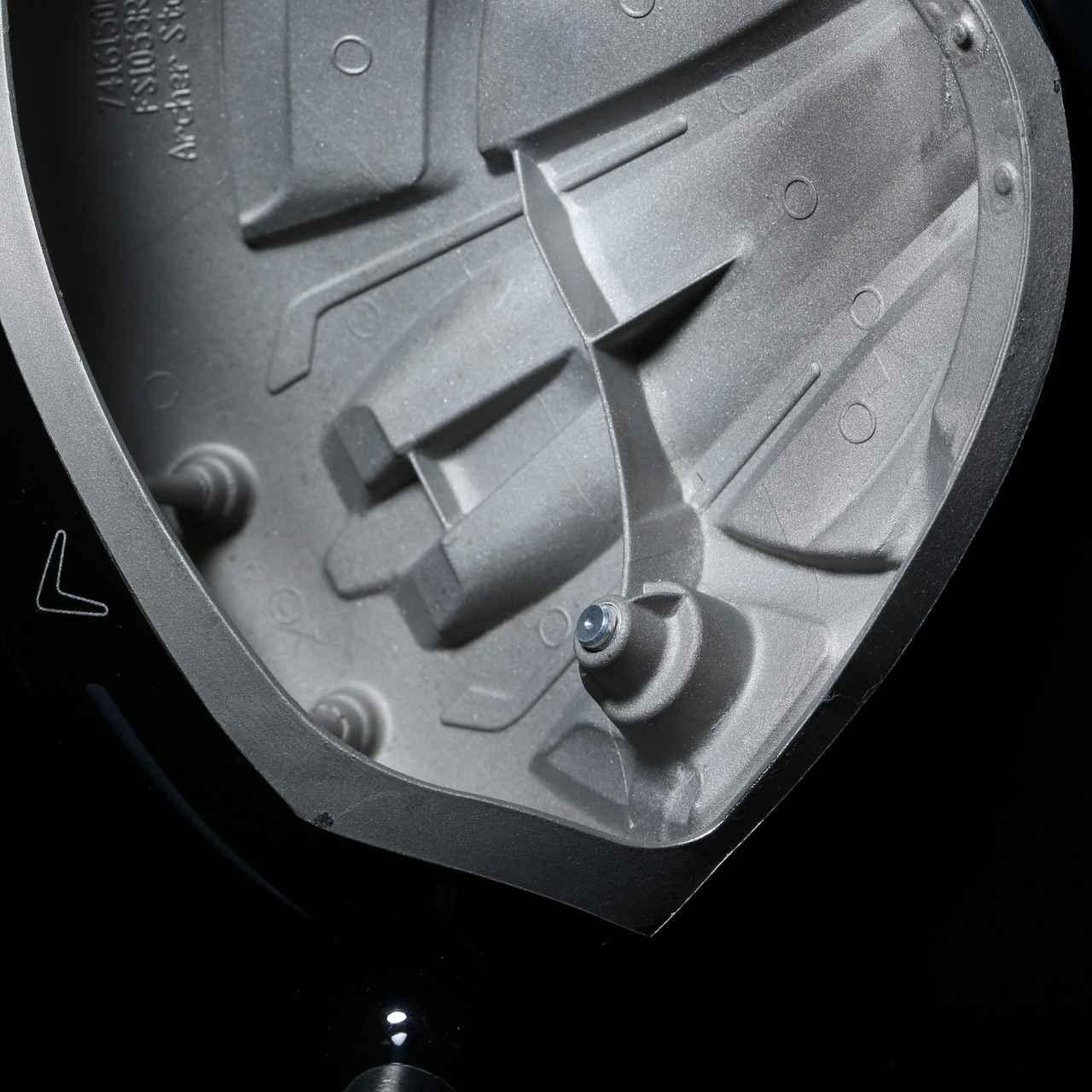 画像: ローグのウェートはヒール寄りにある。大型ヘッドのターンを促し、ボールをつかまえやすく、ドローを打ちやすくした。