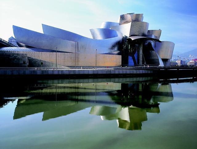 画像: グッゲンハイム美術館(写真提供:スペイン政府観光局)