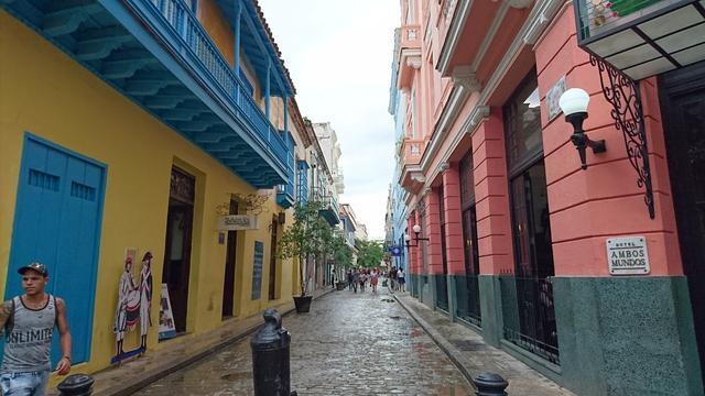 画像: 原色で彩られた、ハバナの街