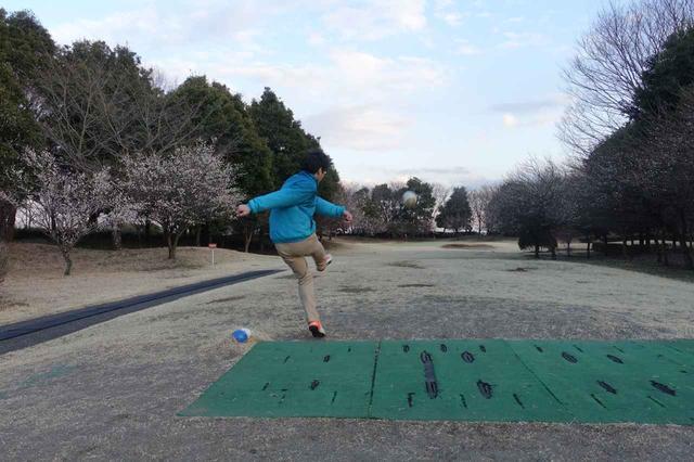 画像: 話題のフットゴルフ。足のほうが難しいかも?