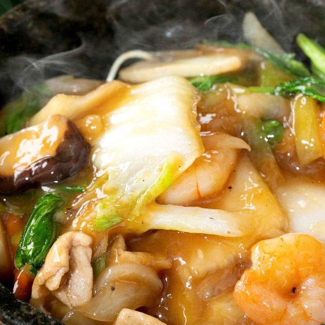 画像: 醤油ベースの懐かしい味 石焼きあんかけ焼きそば 1674円