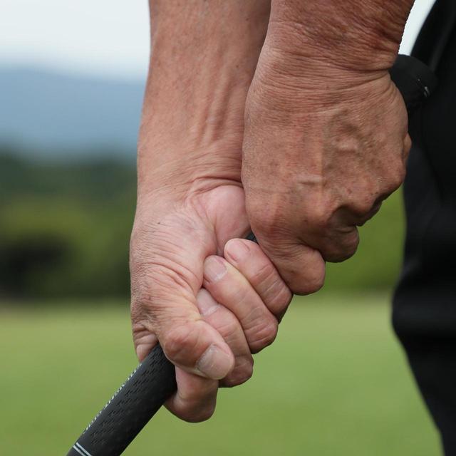 画像1: 利き手の右手を生かすテンフィンガーグリップ