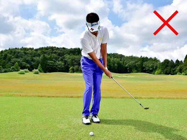 画像: 体を回さず手で当てにいくとボールに向かって急加速し、当たった瞬間に急減速してしまいます