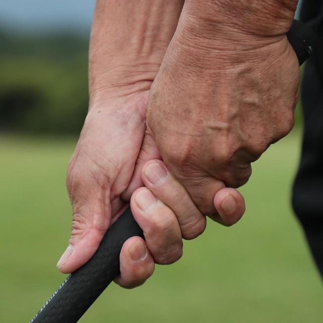 画像2: 利き手の右手を生かすテンフィンガーグリップ
