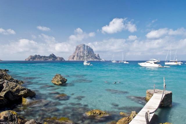 画像: イビザ島の海(写真 スペイン政府観光局)