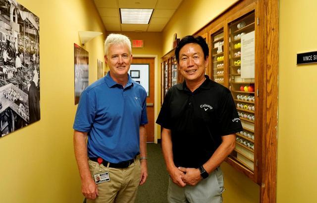画像: 左)ヴィンス工場長 右)ボール開発の雄ロック石井氏