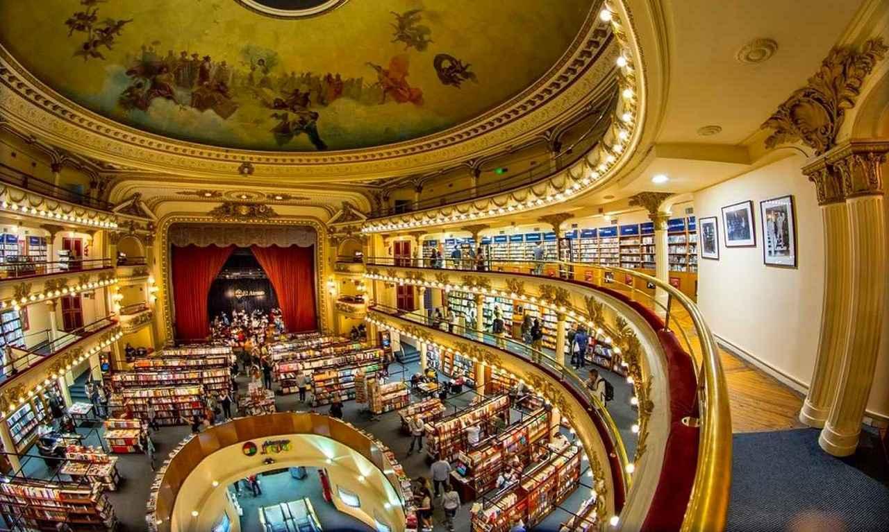 画像: ここは劇場ではなく、本屋。1919年に建てられた劇場を改装、英国紙で「世界の美しい書店」の2位に選ばれた