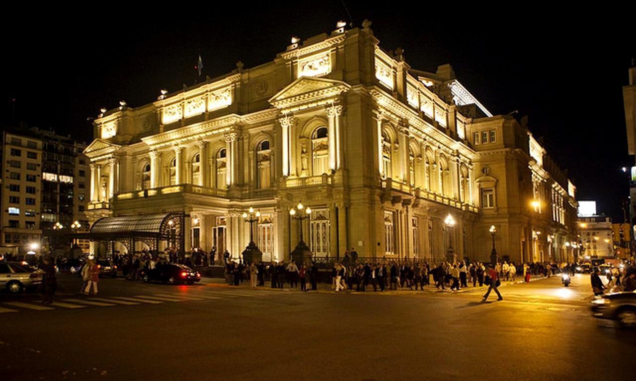画像: 約3000名収容できるコロン劇場。そのスケールには圧巻