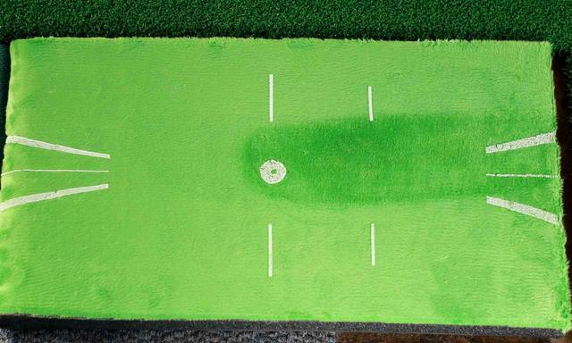 画像: 今野プロの7番アイアンのターフ跡。弾道はストレートフェード