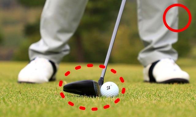 画像: 「ドライバーの時よりもボール2個ぶんは右へ寄せます。最下点がボールの先になりダウンブローで球をとらえやすくなります」