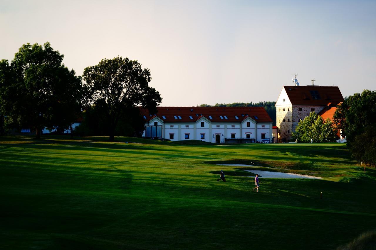 画像: プルゼニュの近郊にあるラグジュアリーなゴルフリゾート「グリーンズゲート ゴルフリゾート」