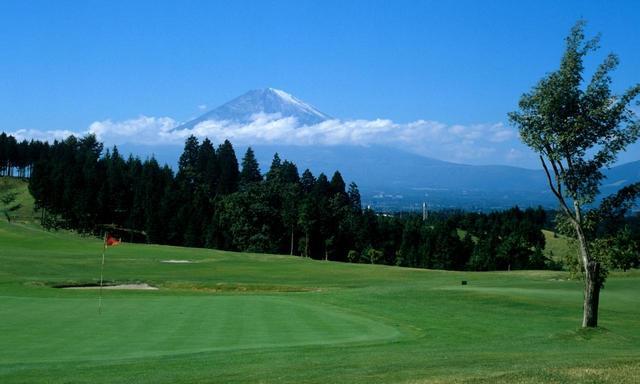 画像: 7番ホールからの富士山の眺め