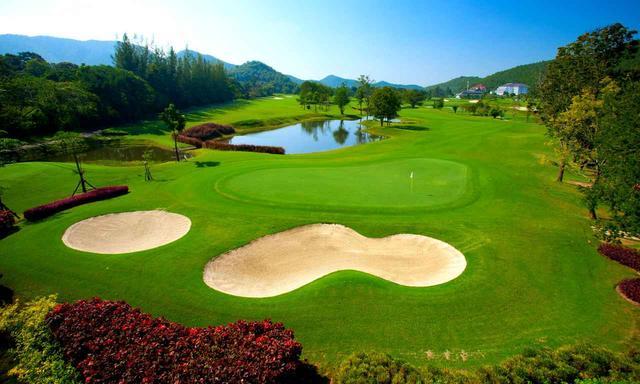 画像: アルパイン・ゴルフ・リゾート A、B、Cコースの27ホールで随所に池やクリークが絡む丘陵コース